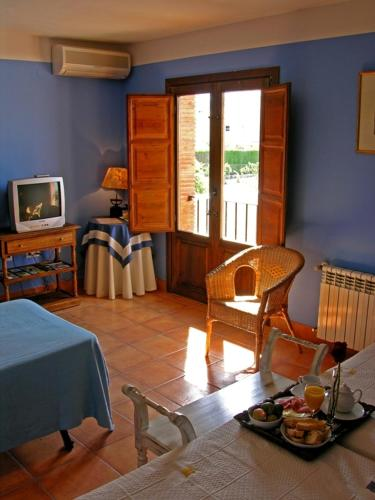 Double or Twin Room with Extra Bed Hotel La Garapa 2