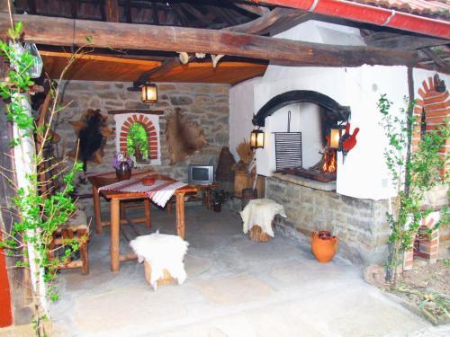 Proinovska House