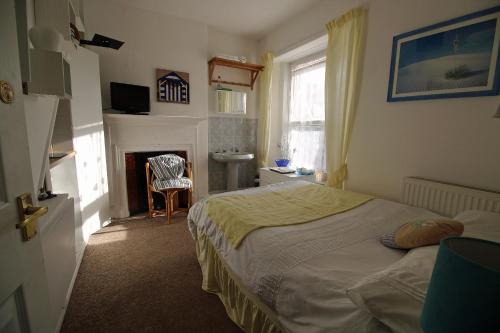 Small Double Room with Shared Bathroom - Single Occupancy