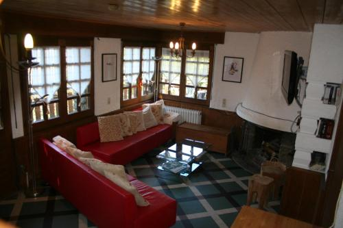 Five-Bedroom Chalet (12 Adults)