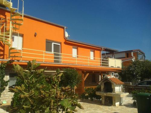 Narancs Apartment