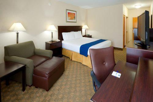 Holiday Inn Express Hotel & Suites Carneys Point Nj Trnpk Exit 1