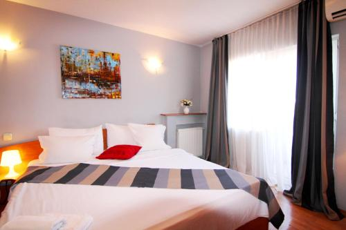 Stay at Domino 2BD Apartment Unirii Square