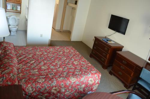 1 Room Side Ocean View Efficiency with 1 Queen Bed - T5
