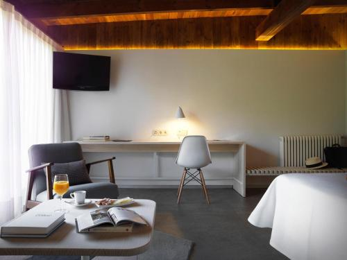 Superior Double or Twin Room - single occupancy Mont-Sant 2