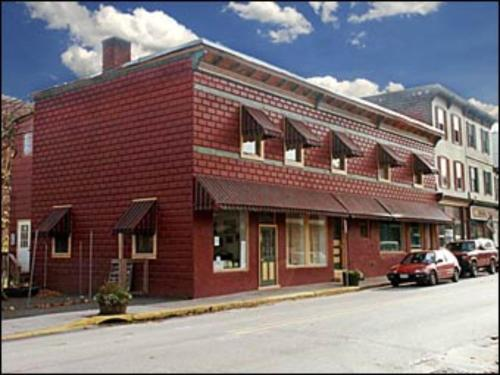 Suites On Main Customer Reviews 836 Street Map Hotel Within 30 Kms Of Balsam Lake Mountain Wild Forest Livingston Manor