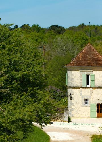 Les Deux Abbesses en Vert   La Grande Maison B&B