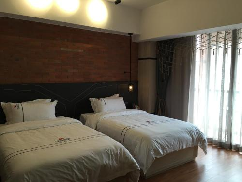 Kamar Standard Double atau Twin dengan Balkon (Standard Double or Twin Room with Balcony)