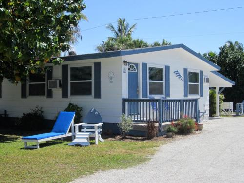 Sanibel Island Hotels Oceanfront: Tropical Winds Beachfront Motel And Cottages, Sanibel, FL