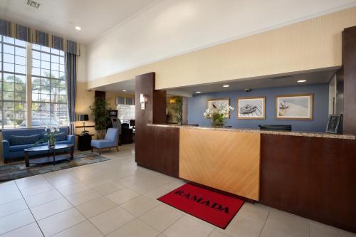Ramada Inn And Suites Costa Mesa/Newport