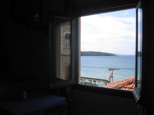 Gorgona - Epar. Odos Milina-Trikeri Greece