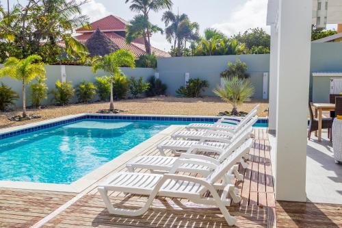 Malmok Beach Break Villa, Palm Beach