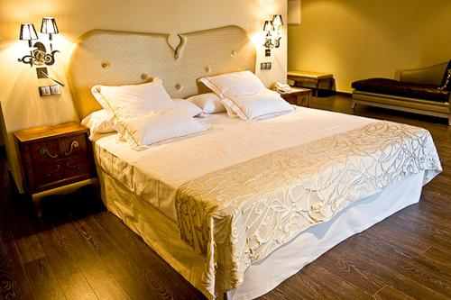 Special Gold Double Room Villa Nazules Hípica Spa 4
