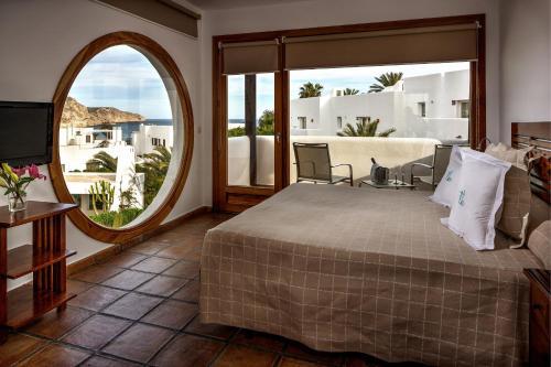 Habitación Doble Superior con vistas al mar y bañera de hidromasaje Boutique Hotel El Tio Kiko 1