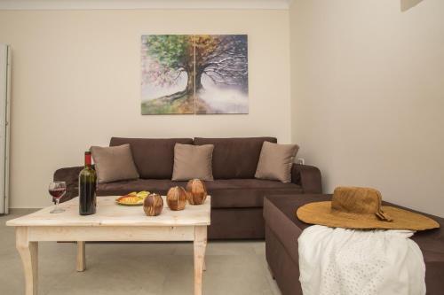 Pithos Apartments