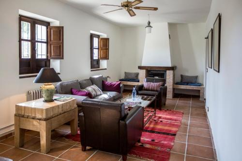Suite Familiar (2 adultos + 2 niños) Hotel Cortijo del Marqués 4