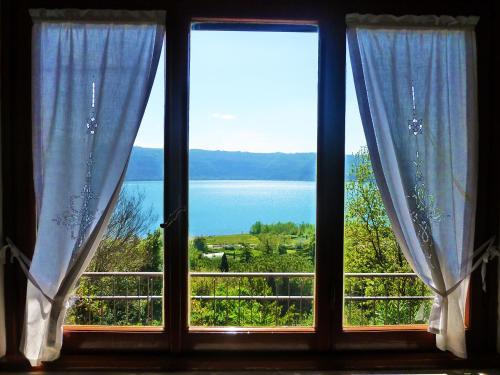 Отель Le Finestre sul Lago 0 звёзд Италия