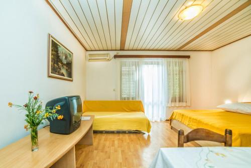 Apartments Sofic 693