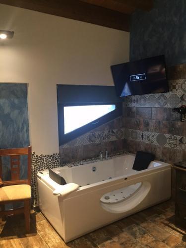 Habitación Doble con bañera de hidromasaje - Uso individual Hotel el Lagar de Isilla 3