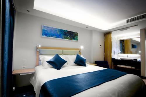 Lyz Business Hotel