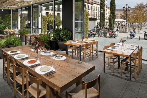 Plaza de Santa Ana, 14, Madrid, 28012, Spain.