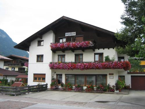 Haus Mary (Bed and Breakfast)