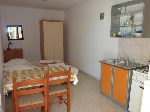 Apartments Metajna VII