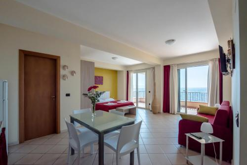 Studio cu vedere la mare (Studio with Sea View)