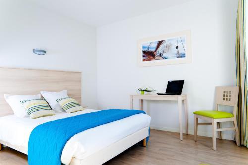 lagrange appart 39 hotel l escale marine la rochelle poitou charentes rentals. Black Bedroom Furniture Sets. Home Design Ideas