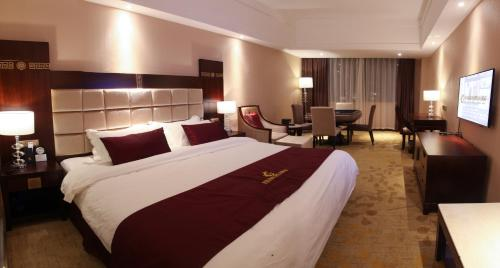 Deluxe Double Room with Mahjong Table