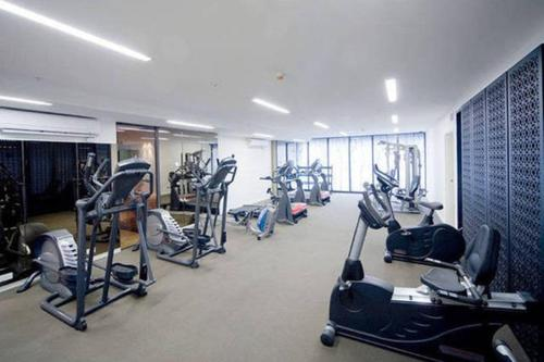 Fitness center Melbourne Fully Self Contained Modern 1 Bedroom Apartment (607QUN)
