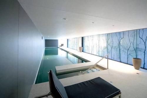 Swimming pool Melbourne Fully Self Contained Modern 1 Bedroom Apartment (607QUN)