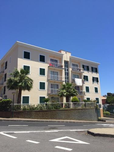 Hotel excelente t3 duplex funchal funchal desde 70 rumbo for Hoteles familiares portugal