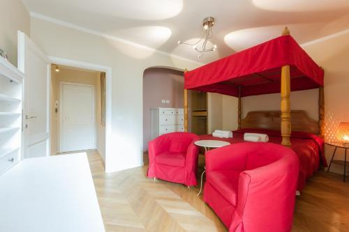 Santa Croce Red Apartment