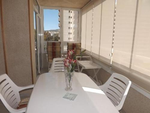 Three-Bedroom Apartment in Alicante with Pool XI