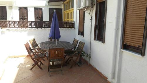 Villa Aka, Side