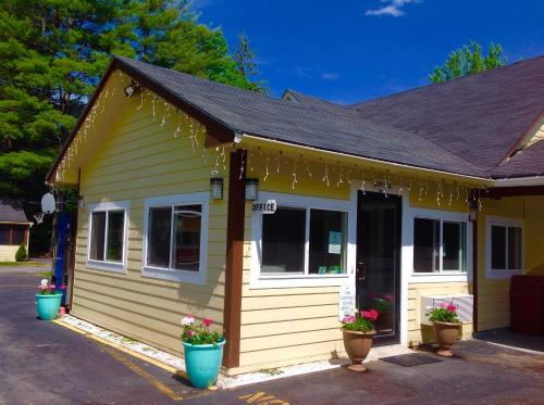Pilgrim Inn Amp Cottages Plymouth Nh United States
