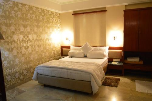 STARiHOTELS HOC Colony Panvel