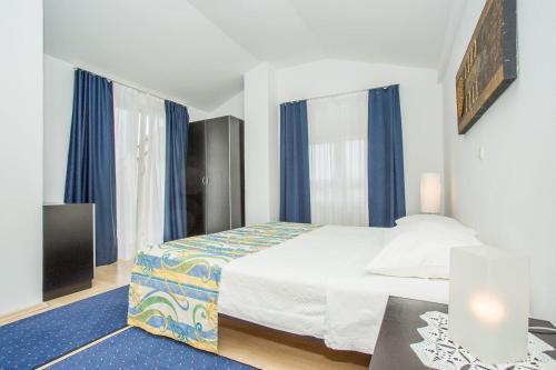 Apartments Macolic 2863