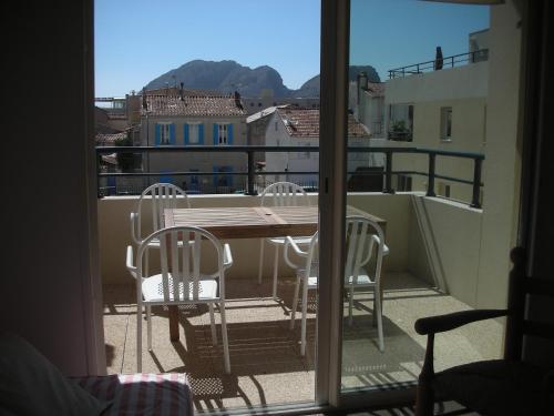 Apartment magnifique studio a la ciotat la ciotat for Self garage marseille