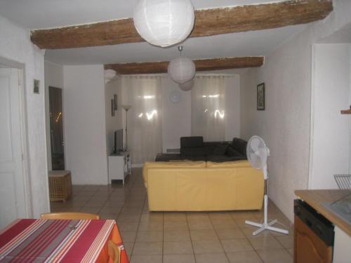 Apartment Rue Saint Francois de Paule