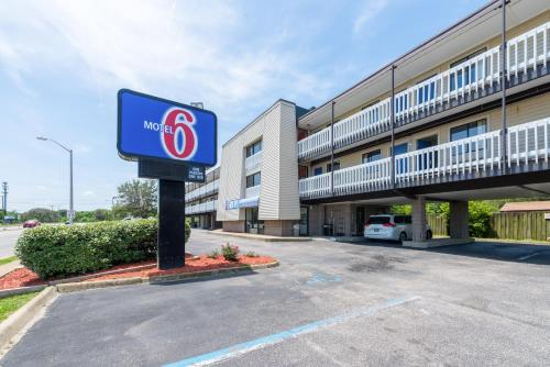 Picture of Motel 6 Norfolk - Ocean View