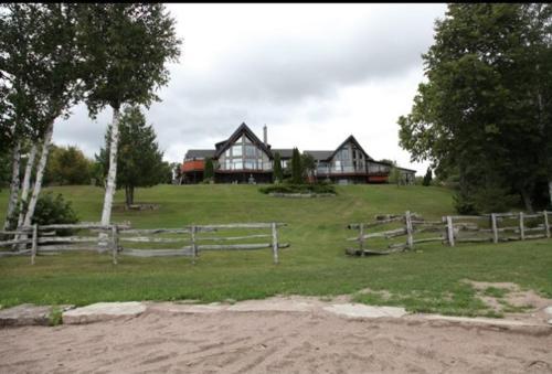Kawartha Estate Cottage on Pigeon Lake