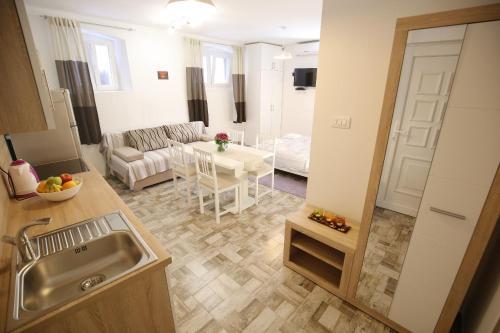 Studio Apartment Laura