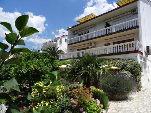 Отель Vesna Parat Apartments and Rooms 3 звезды Хорватия