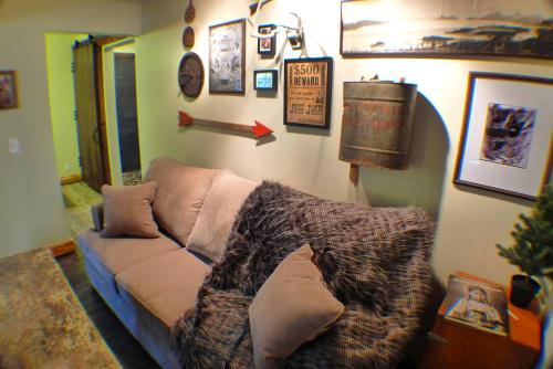 Deluxe Queen Studio with Two Queen Beds #9