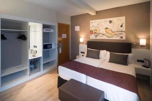 Отель Catalonia Castellnou 3 звезды Испания