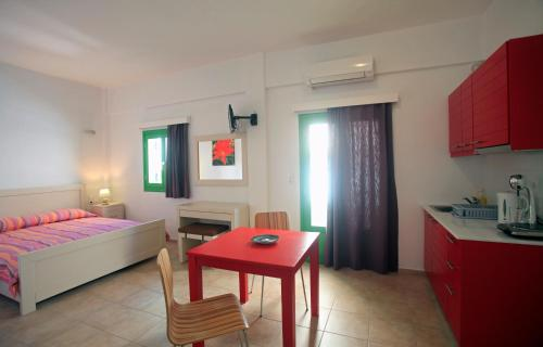 Kastellos Apartments Sikinos