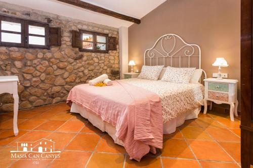 Standard Double Room Masia Can Canyes & Spa 4