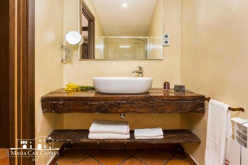 Standard Double Room Masia Can Canyes & Spa 6